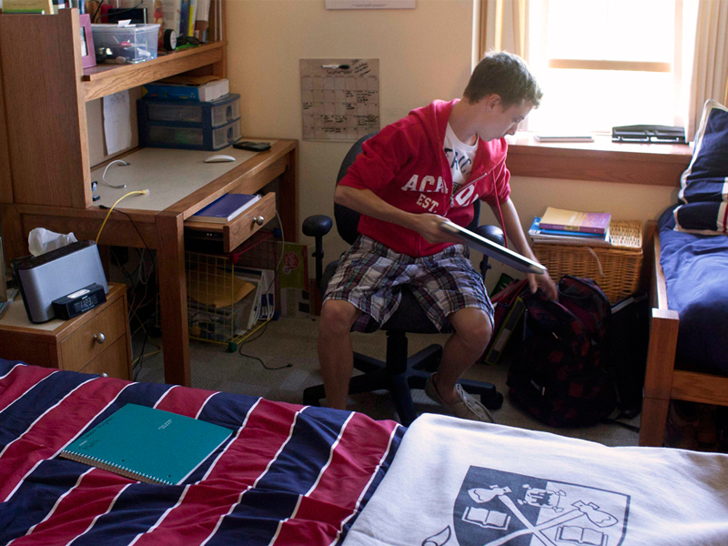 A student packs his bags in Residence.